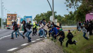 Migranter har brutt ut av inngjerdingen i Clais