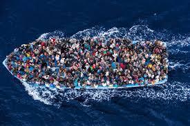 Migranter fra Libya stevner mot Italia